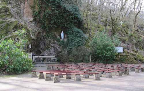 Les répliques de la grotte de Lourdes - Page 3 Grotte_1